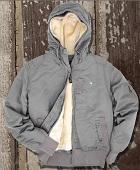 Подстежка к куртке крепится на кнопках.  Эластичные трикотажные манжеты...